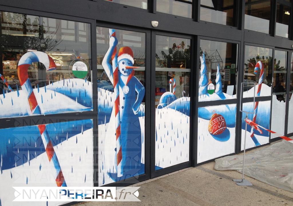 vitrinepeinte-centre-commercial-decoration-noel-bonhomme-neige