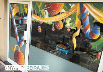 12-vitrine-peinte-noel-legume-houx-ruban