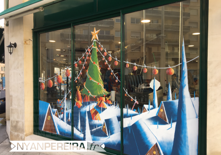 13-vitrine-peinte-noel-decoration-village-neige-sapin