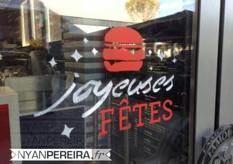 15-vitrine-peinte-noel-pochoir-burger-steaknshake-fries-milkshakes-steakburgers