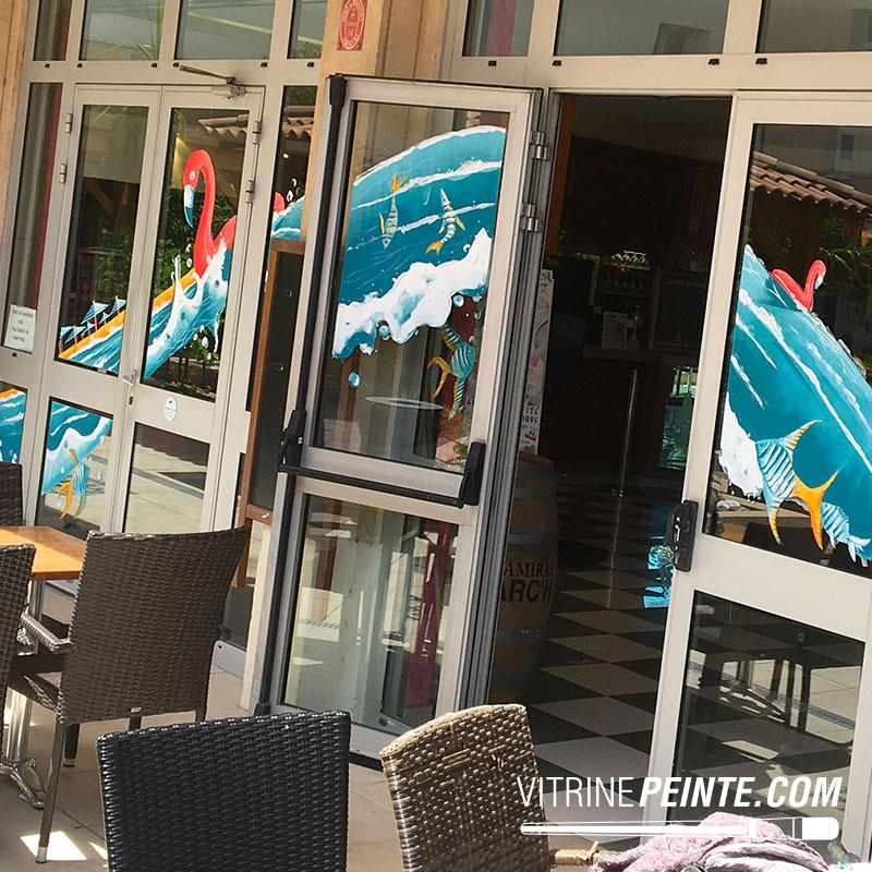decoration vitrine été restaurant de plage